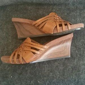 Baretraps Wedge slide weave Sandal sz 7